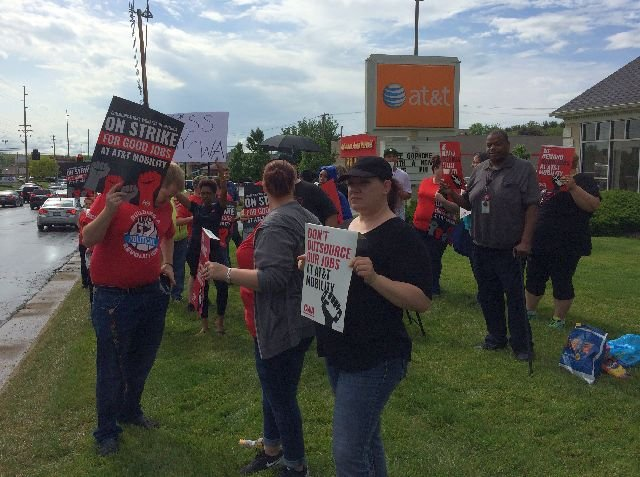 AT&T workers seeking new contract go on weekend strike