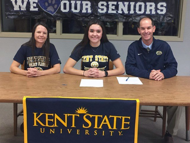 Lakeview's Annie Pavlansky signs National Letter of Intent with Kent State for women's basketball.