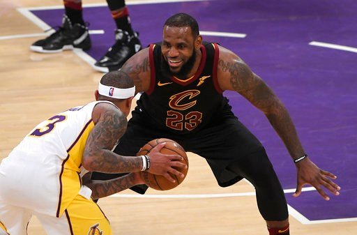 LeBron James freezes Lakers' entire defence with slick no-look pass