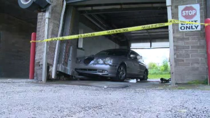 car crashes into boardman car wash news weather sports for youngstown warren ohio. Black Bedroom Furniture Sets. Home Design Ideas