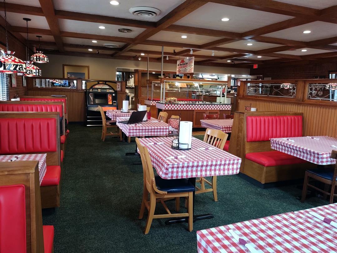 wfmj.com - Warren Pizza Hut reopens as Pizza Hut Classic