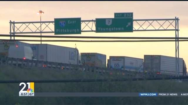 Ohio Turnpike traffic moving again after crash in Mahoning