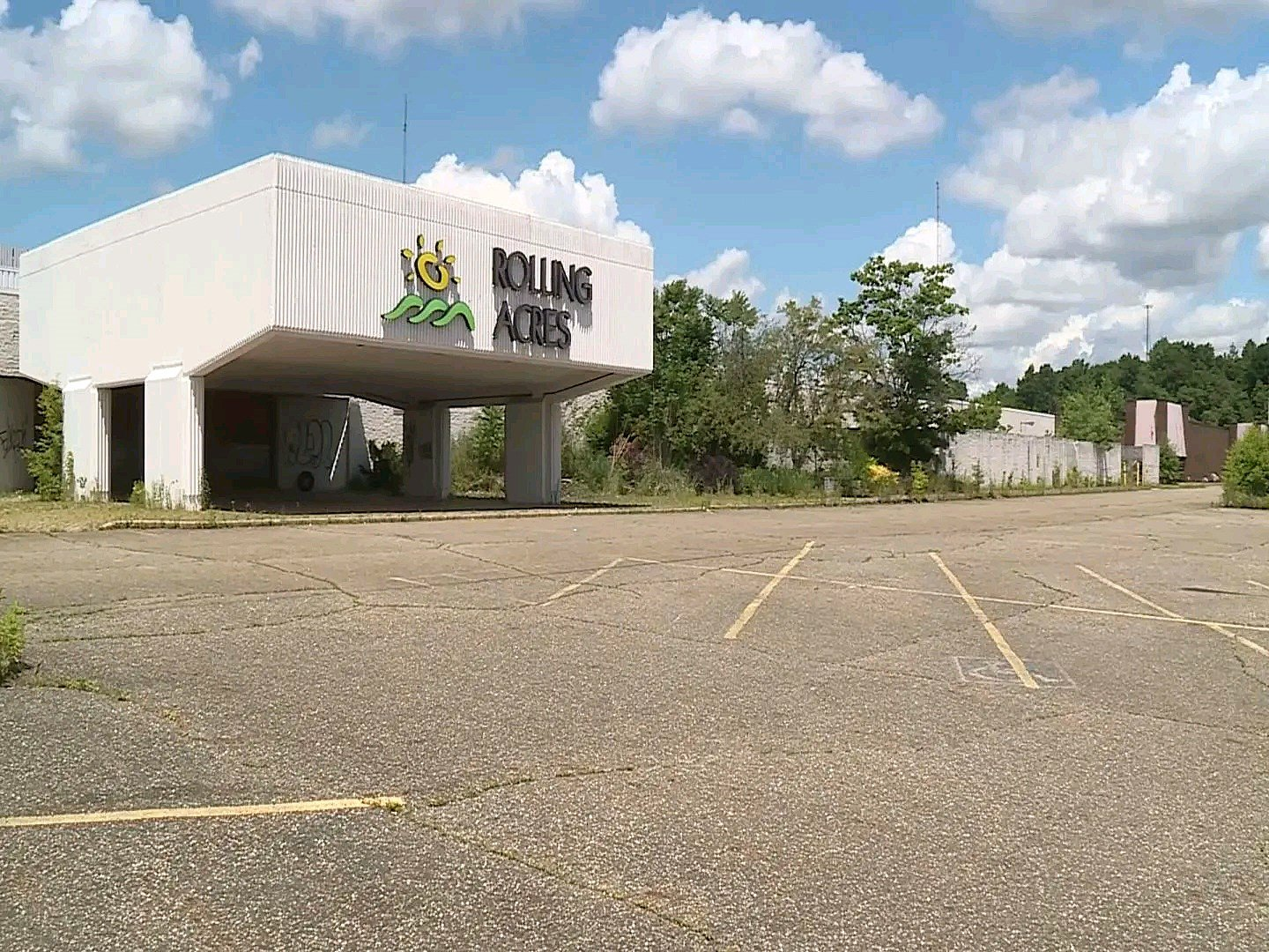 amazon to take over former rolling acres mall site in akron wfmj com former rolling acres mall site in akron