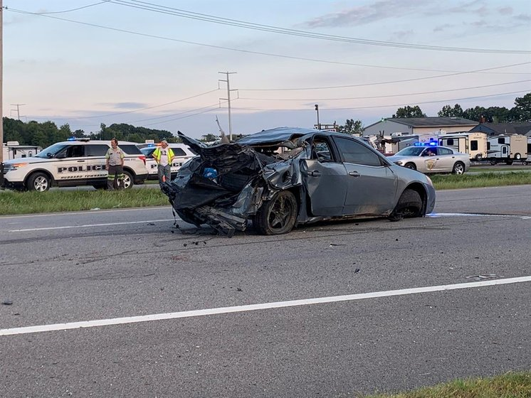1 dead after rollover crash with multiple ejections in Hubbard -