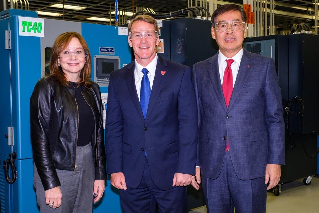 Ohio Lt. Governor John Husted (center) is flanked by General Motors Chairman & CEO Mary Barra (left) and LG Chem Vice Chairman and CEO Hak Cheol Shin